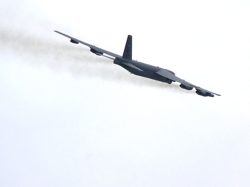 USAF Boeing B-52 Stratofortress long range Bomber Airshow Military Airforce Aircraft Computer desktop background